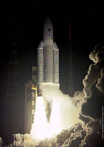 Lancement de la mission européenne Rosetta le 2 mars 2004 au moyen d'une fusée Ariane 5 depuis Kourou. Crédit ESA.