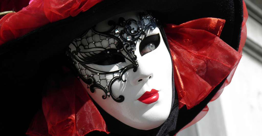 Un voyage en Italie, du nord au sud, c'est l'occasion de découvrir la culture du pays. Venise, par exemple, est bien connue, pour son histoire, mais aussi pour ses gondoles et son célèbre carnaval. © Yeimi, DP