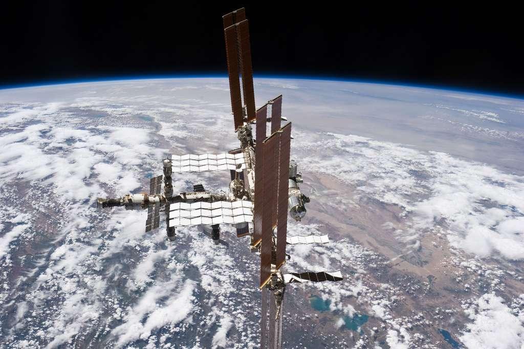 La Station spatiale internationale vue de profil. Elle restera en service jusqu'en 2024 au minimum. © Nasa