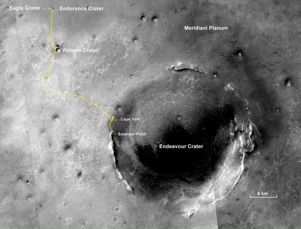 Périple d'Opportunity dans Meridiani Planum depuis son arrivée le 25 janvier 2004 jusqu'au 13 novembre 2013. Le rover avait alors parcouru 38,6 kilomètres. Actuellement, il étudie les argiles qui affleurent sur les pentes du cratère Endeavour. © Nasa, JPL-Caltech, MSSS, NMMNHS
