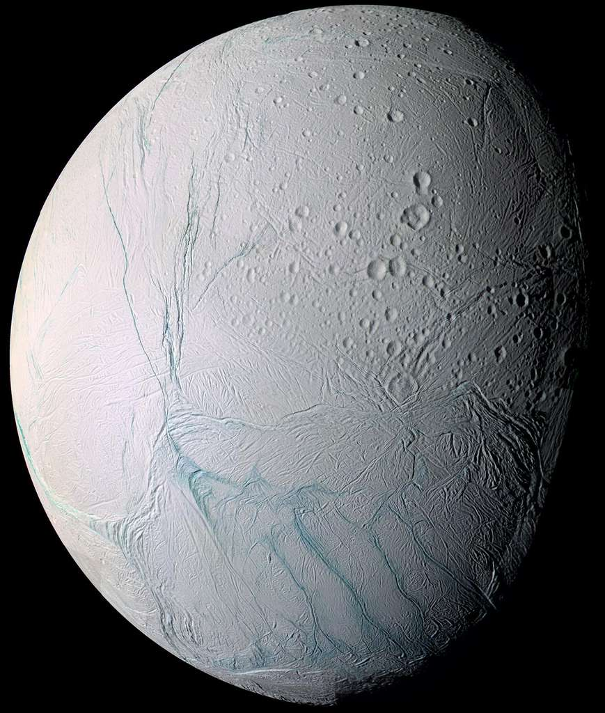 Sur Encelade, Cassini a montré que, dans son océan sous-terrain, la vie était possible. © Nasa, JPL-Caltech, Space Science Institute