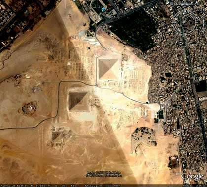Satellite Google earth des pyramides