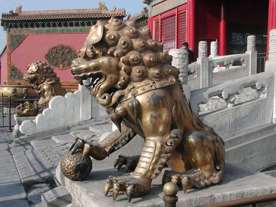 Lion en bronze de la Cité interdite