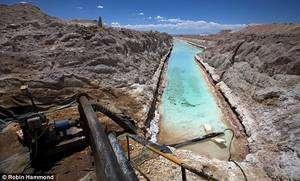 (Cliquer pour agrandir.) Le lithium, le nouvel or noir de ce début du XXIème siècle, est activement recherché. La plus grande des mines actuelles se trouve en Bolivie. © Robin Hammond
