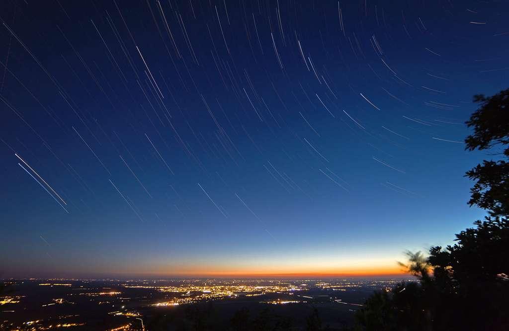 Filés d'étoiles sur la Bresse. © Bastien Foucher - Tous droits réservés.