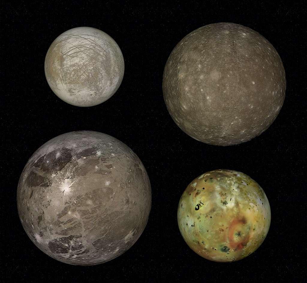 Image composite des quatre plus grandes lunes de Jupiter, les satellites galiléens. De gauche à droite en partant du haut : Europe, Callisto, Ganymède et Io. Ce dernier, volcanique, est le plus proche de la géante gazeuse. © janez volmajer, Adobe Stock