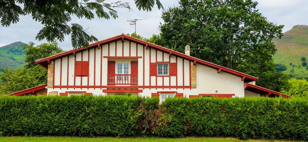 La maison basque rouge et blanche