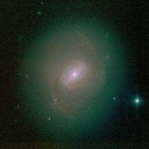 En observant M 77 dans le domaine visible, on est frappé par la brillance de son centre où siège un trou noir supermassif. Crédit CFHT