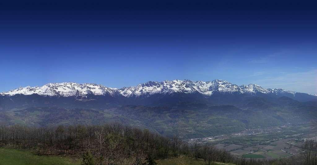 Chaîne de Belledonne vue du plateau des petites roches. © Donsez, Wikimedia commons, CC by-sa 3.0