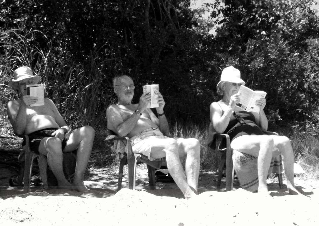 Pour conserver la mémoire, rien de tel qu'une séance de lecture à la plage. © Lili Vieira de Carvalho, Flickr, cc by nc sa 2.0