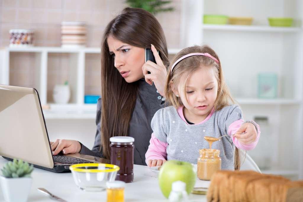L'anxiété des parents peut impacter de façon négative les habitudes alimentaires des enfants sur le long terme. © milanmarkovic78, Adobe Stock