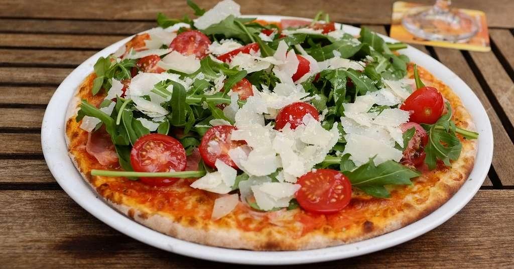 Les hommes mangeaient plus de pizza mais aussi plus de salade avec les femmes. © Katrin Gilger, Flickr, CC by sa 2.0