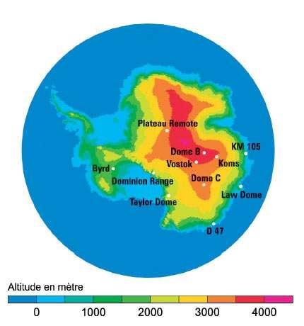 Sites des forages couvrant au moins les derniers 20.000 ans en Antarctique. Le site de Vostok a fourni des échantillons remontant à 400.000 ans ; au-delà, on atteint un lac sous-glaciaire, puis le socle rocheux sous-jacent. © DR