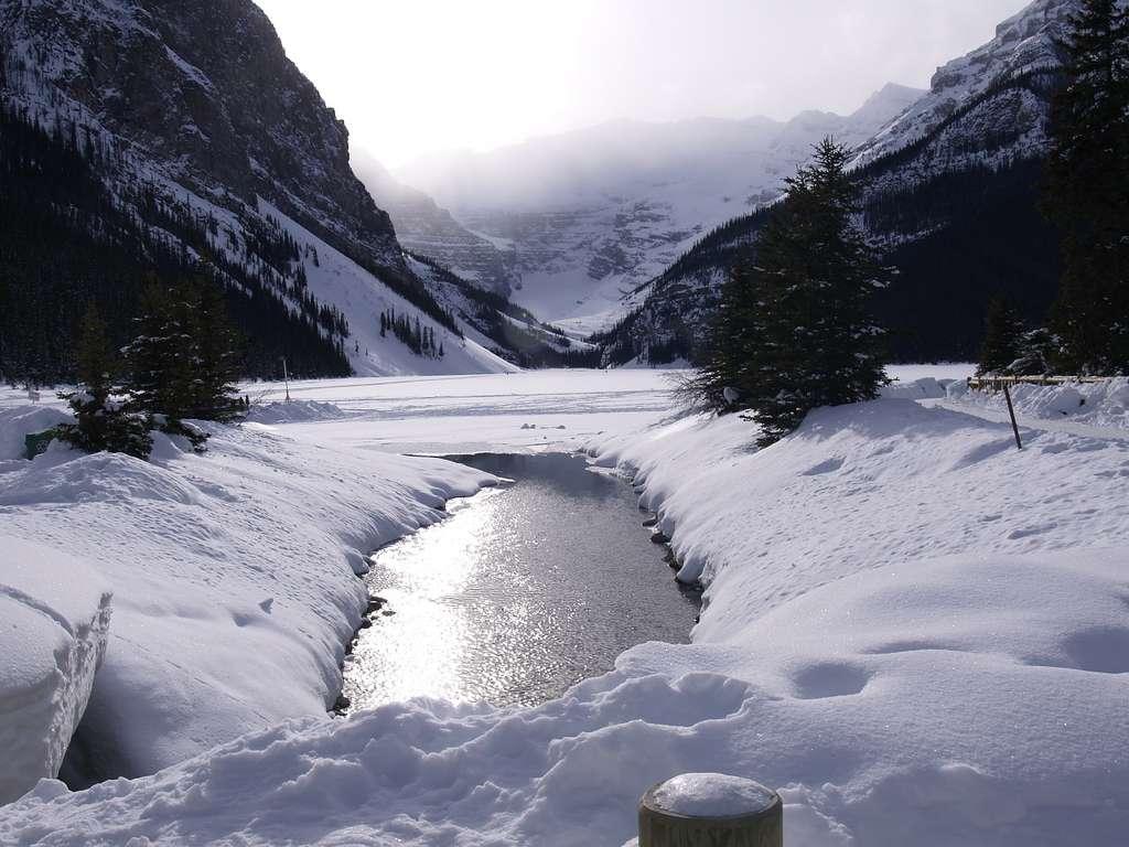Le lac Louise : eau douce l'été, glace l'hiver