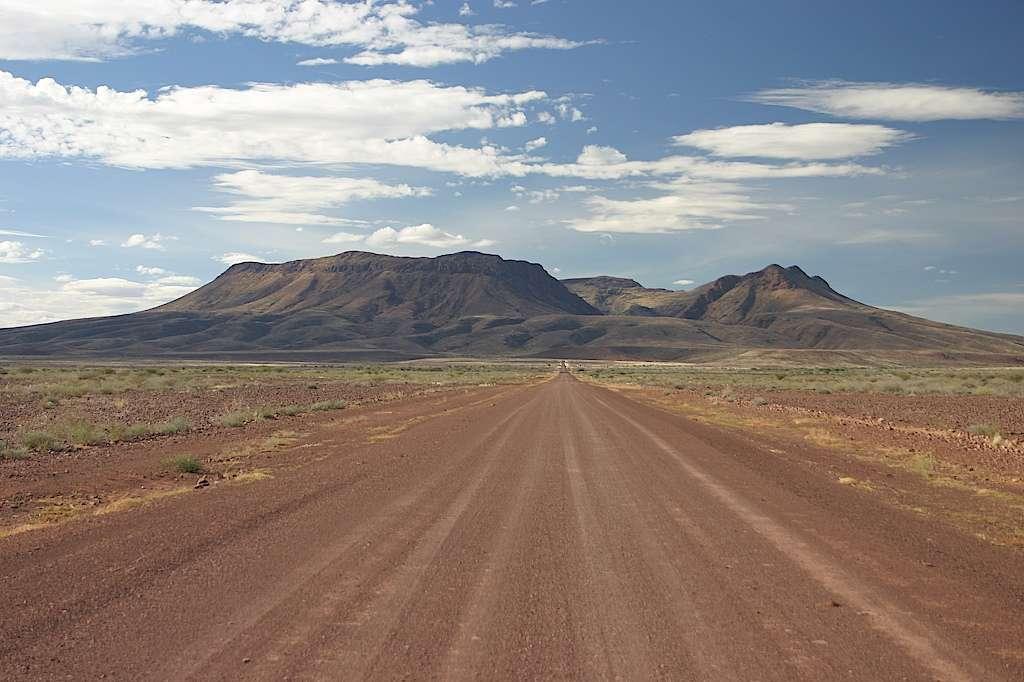 Le Brukkaros culmine à 1603 m de haute en Namibie. Il a été formé au Crétacé. © Thomas Wagner, Wikimedia Commons, CC by-sa 3.0