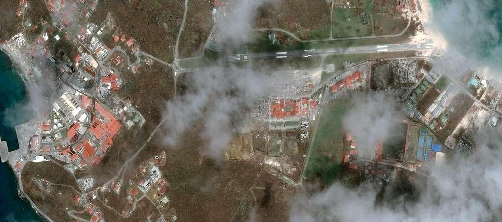 Zoom sur l'aéroport de Saint-Barthélemy et ses environs. © Cnes 2017, distribution Airbus DS