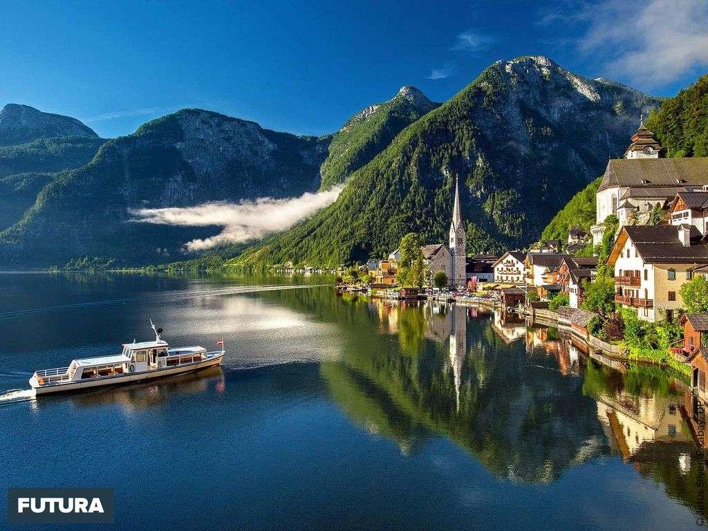 Lac Hallstatt, la perle du Salzkammergut, en Autriche.