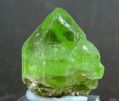 Olivine forsterite péridot. © www.fabreminerals.com, Fabre Minerals photo