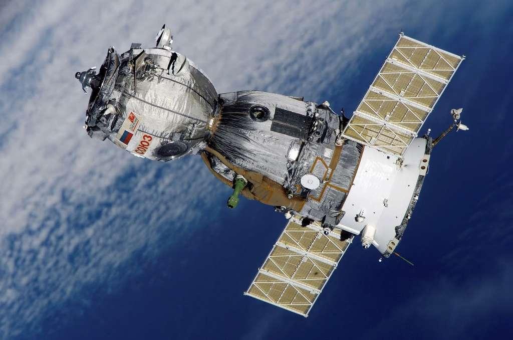 L'amarrage au complexe orbital a été effectué à 9 h 42. Les trois membres d'équipage ne sont entrés qu'à midi dans la Station. Jusqu'au 11 septembre 2015, l'ISS accueillera ainsi neuf personnes au lieu de six habituellement. © Nasa