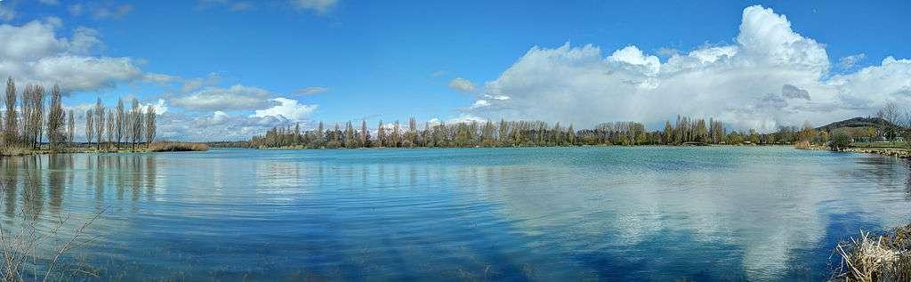 Panorama du lac de Vesoul-Vaivre, à Vaivre-et-Montoille. © Thomas Bresson, CC by 3.0