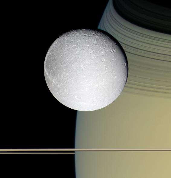Dioné, une des lunes de Saturne
