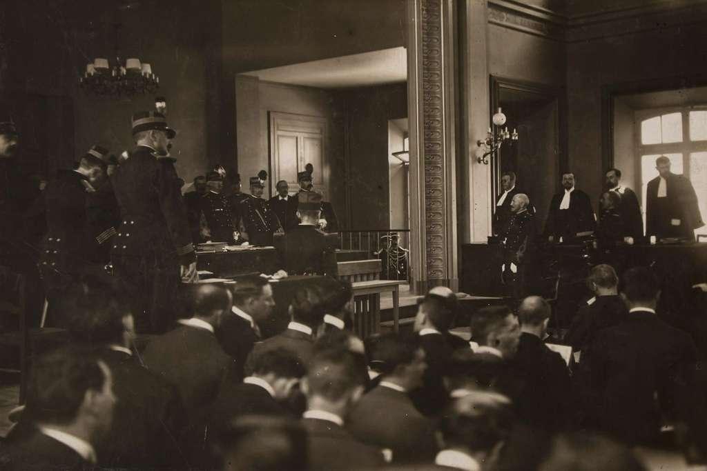 Ouverture des débats au second procès du capitaine Alfred Dreyfus devant le Conseil de Guerre de Rennes en août 1899. © Valerian Gribayedoff, Wikimedia Commons, DP