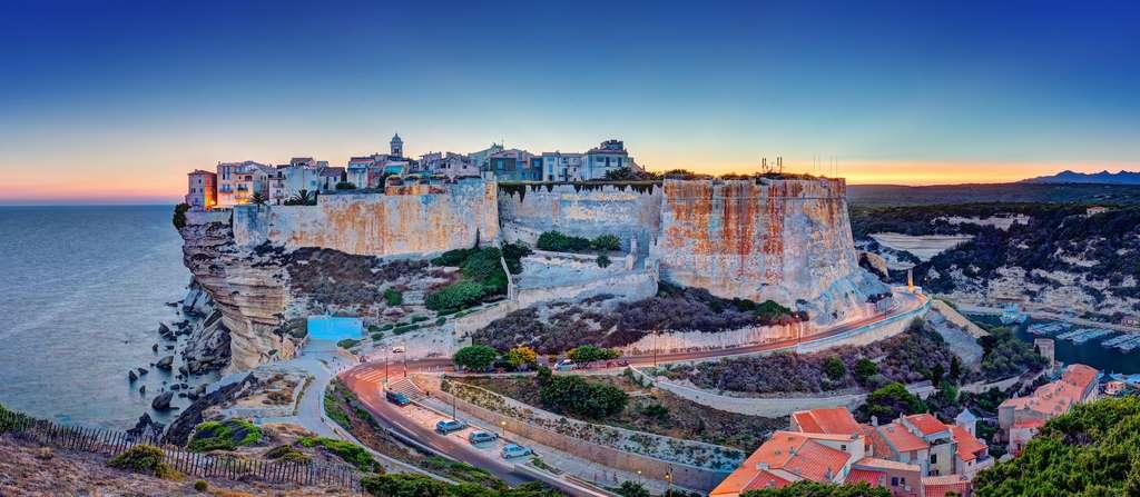 La ville de Bonifacio est la plus visitée de Corse. © Frog 974, Adobe Stock