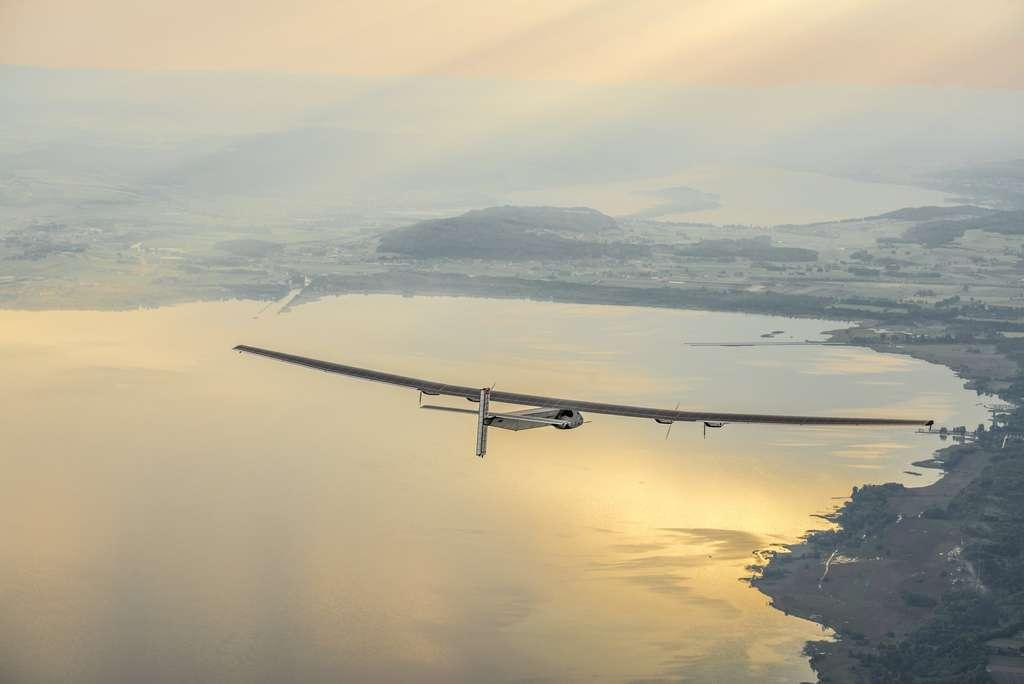 Le Si2 lors de son vol inaugural autour de Payerne, près du lac de Neuchâtel. © Solar Impulse, Revillard, Rezo.ch