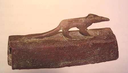 Sarcophage de musaraigne. © Toute reproduction et utilisation interdites