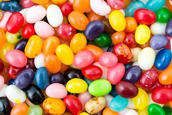 En juin dernier, l'ONG Agir pour l'environnement avait alerté sur la présence de nanoparticules comme le dioxyde de titane, dans de nombreux produits alimentaires. © Gladys_Glez, Istock.com