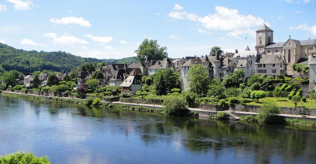 Essayez le tourisme en Corrèze. Ici, Argentat. © Ad de Roij, Wikimedia Commons, CC by 3.0