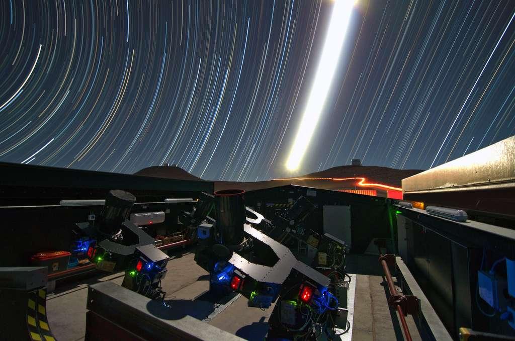 L'exoplanète NGTS-4b a été débusquée par l'observatoire Next-Generation Transit Survey, qui comprend une douzaine de petits télescopes installés sur le site de l'observatoire du Cerro Paranal dans le désert d'Atacama, au Chili. © University of Warwick