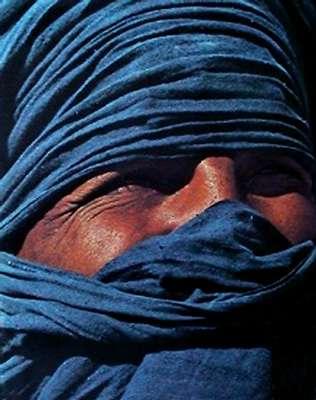 Les Touaregs, ces habitants du Sahara, sont surnommés les « hommes bleus » à cause de la couleur de leur chèche. © DR