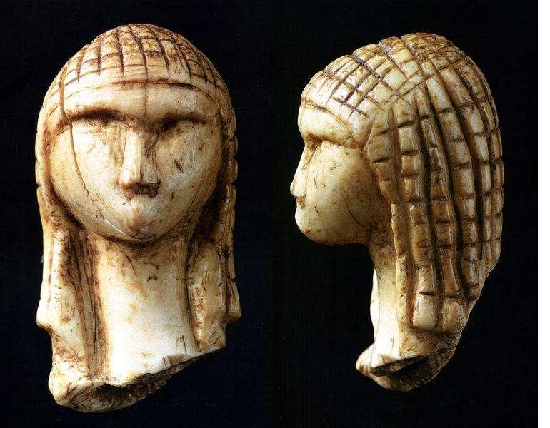 La Vénus de Brassempouy, conservée au Musée d'archéologie nationale de Saint-Germain-en-Laye, est l'une des plus anciennes représentations réalistes du visage humain connues. © Zolo, Wikimedia Commons, DP