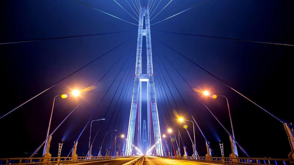Le pont de l'île Rousski, la plus longue portée du monde