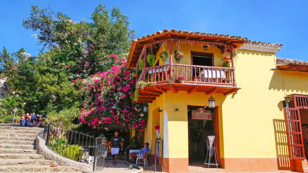 Une maison fleurie dans Trinidad. © Antoine, DR