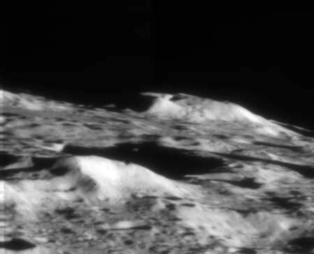 Une image en proche infrarouge du cratère Crabeus, juste après le crash de la sonde LCross. © Palomar Observatory Caltech