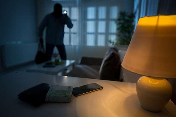 Les cambrioleurs pourront-ils bientôt dupliquer votre clé de maison à partir du son qu'elle produit quand on la glisse dans la serrure ? © LuckyBusiness, Istock.com