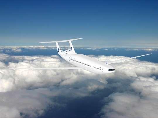 Transporter davantage de passagers : c'est le but des constructeurs depuis des décennies. L'Airbus A380 peut embarquer jusqu'à 853 personnes. Ce projet du MIT, avec les sociétés Aurora Flight Science Corp. et Pratt & Whitney, le D8 « double bubble » présente un fuselage élargi. On remarque les moteurs originaux, classiquement à double flux mais dans lesquels le flux central est très mince, au profit du flux secondaire, en couronne. © Nasa/MIT/Aurora Flight Sciences
