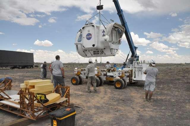 Le prototype de véhicule d'exploration (Space Exploration Vehicle) installé sur son châssis à 12 roues. © Nasa