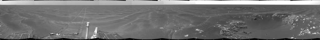Panorama du robot Opportunity au sol 387