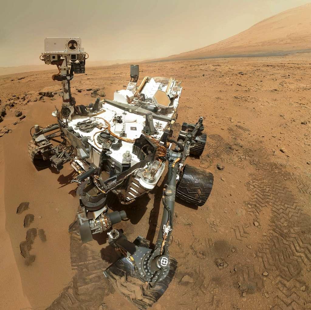Un autoportrait de la mission MSL avec une photo du rover Curiosity sur Mars. C'est de loin le rover le plus grand et le plus ambitieux de toutes les missions qui ont foulé Mars. © Nasa