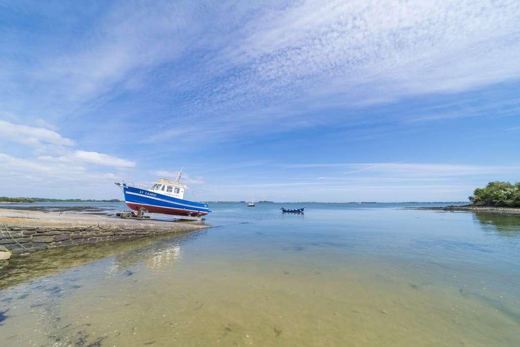 Une mise à l'eau à la cale de Pen Hap, sur l'Île aux Moines, l'une des nombreuses que comprend le golfe du Morbihan. © Robin Hacquard, reproduction interdite