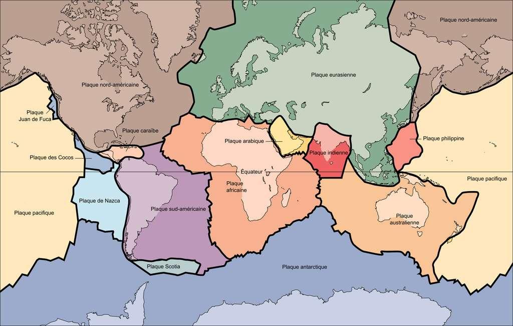 La Terre compte une quinzaine de plaques tectoniques majeures, mais il en existerait des centaines de plus petites. © USGS, Wikipedia