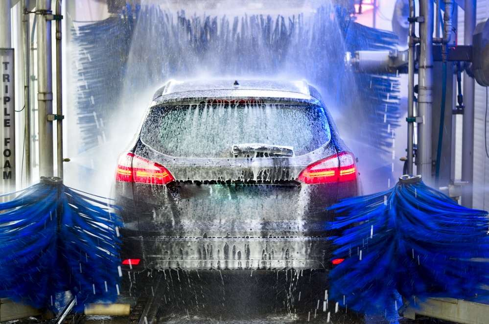 Une voiture électrique peut bien entendu passer au lavage automatique. Mais la précision n'est visiblement pas inutile pour tout le monde… © PixPartout, Fotolia