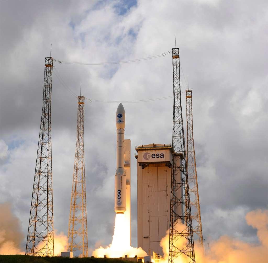 Vega, le plus petit lanceur de la gamme d'Arianespace, réalisera ce soir sa dixième mission depuis le début de son exploitation au Centre spatial guyanais, en 2012. © S. Corvaja, ESA