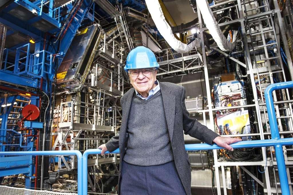 Murray Gell-Mann, que l'on voit ici dans la caverne d'Atlas en 2012, a proposé le modèle des quarks et le nom « quark » en 1964 ; il a reçu le prix Nobel de physique en 1969. © Maximilien Brice, Cern