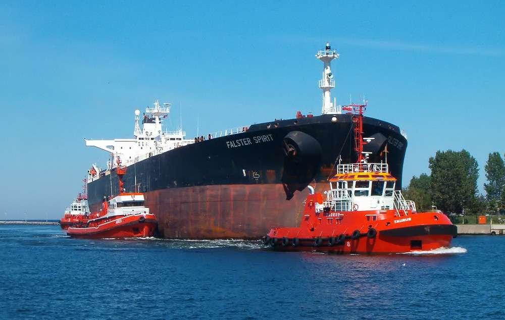 Si les oléoducs sont utilisés pour le transport terrestre du pétrole, le transport maritime se fait généralement par le biais de navires pétroliers. © Brosen, Wikipedia, CC by-2.5
