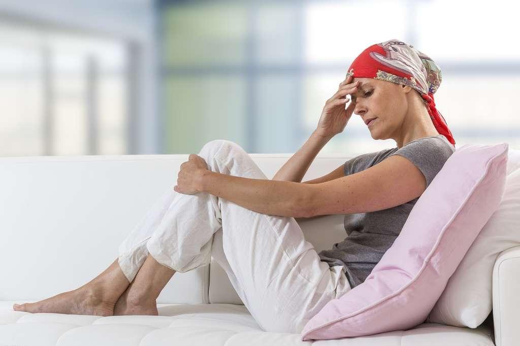 La chimiothérapie présente de nombreux effets secondaires : perte de cheveux, fatigue, nausées, vomissements… © JPC-PROD, Fotolia