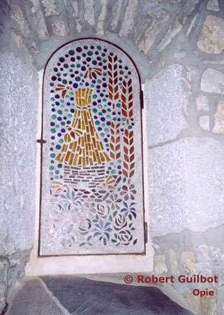 Ruche en paille sur mosaïque. © Reproduction et utilisation interdites